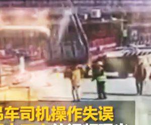 【動画】クレーンで降ろす資材が作業員を押し潰してしまう衝撃映像