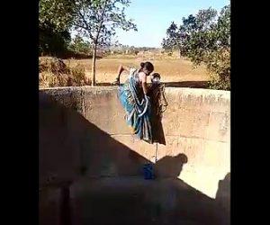 【動画】インド女性の水汲み作業が危険すぎる衝撃映像