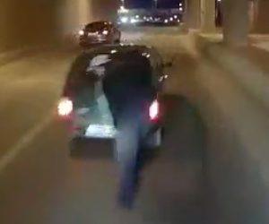 【動画】トンネルで停車している車に気付かずトラックが突っ込んでしまう衝撃事故