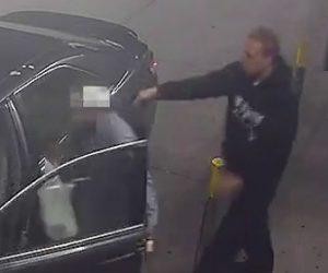 【動画】銃を持ったカージャック犯に男性が襲われるが必死に抵抗し…