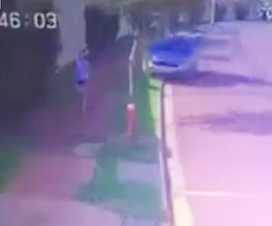 【動画】歩道をランニングしている女性に猛スピードの車が突っ込んでしまう衝撃映像