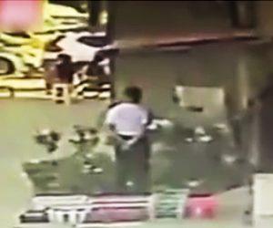 【動画】建物のコンクリートが剥がれ下にいた60歳男性に直撃してしまう衝撃映像