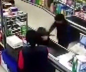 【動画】6歳の少年が短髪女性に男か女かを尋ねキレられる