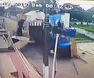 【動画】トラックが暴走し猛スピードでステージに突っ込んで来る衝撃事故映像