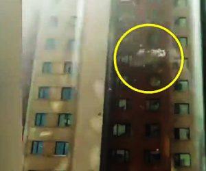 【動画】強風で高層マンションの外壁が剥がれ落下。下を歩いていた人に…