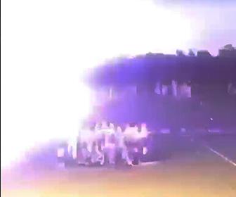 【動画】グランドでクラッカーを鳴らすがテープが高圧電線に触れ20人が感電負傷