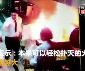 【動画】中華料理店で火が付いた中華鍋を料理人が必死に消そうとするが…