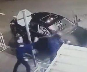 【動画】病院入口のガードマンと口論になり男が詰め寄るが…