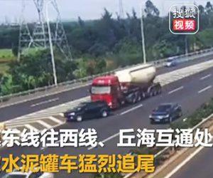 【動画】高速道路出口に気付かず強引に車線変更する車に後続のタンクローリーが…