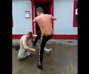 【動画】男2人が駐車場で喧嘩。血まみれで戦う2人がヤバすぎる!