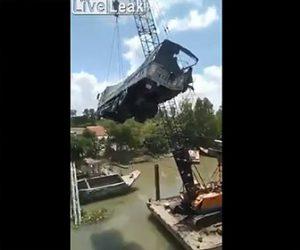 【動画】8トンの重量制限がある橋に20トンの大型トラックが渡ろうとし大惨事になってしまう