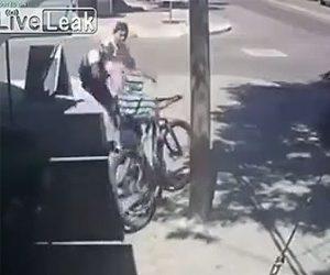 【動画】自転車を盗む男が持ち主に見つかり強烈なキックを食らう衝撃映像