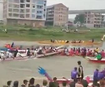 【動画】ドラゴンボートレースで2艘の舟が激突してしまう衝撃事故映像