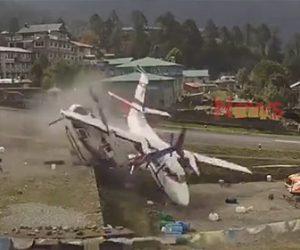 【動画】ネパールの世界一危険な空港で事故。飛行機が滑走路を外れヘリコプターに突っ込む衝撃事故映像