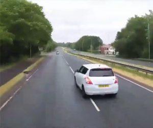 【動画】トラックを追い越しすぐに左折しようとする車がトラックと接触してしまう