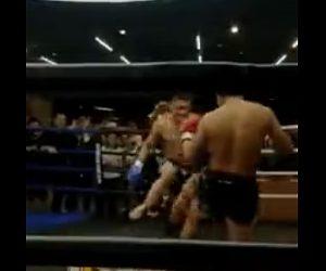 【閲覧注意動画】総合格闘技の試合でローキック蹴った男性の足が…