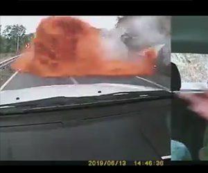 【動画】高速道路で反対車線を走るトラックの積み荷が突っ込んで来る衝撃事故映像