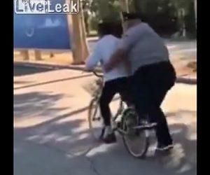 【動画】巨漢男性が自転車の後ろに飛び乗ると…