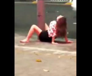 【動画】女性が股を開き電柱に腰を振りまくる衝撃映像