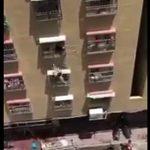 【動画】マンション4階の窓から女性が落下する衝撃映像