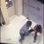 【閲覧注意動画】ATMに並ぶ男がナイフで男性を刺しまくる恐ろしい映像