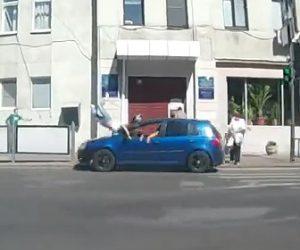 【動画】横断歩道を渡る女性が信号無視の車に猛スピードではね飛ばされる衝撃事故映像
