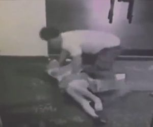 【動画】若い女性が階段で男に突然抱き付かれ必死に抵抗するが…