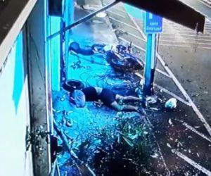 【動画】バイクが猛スピードで壁に激突する衝撃映像