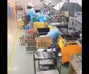 【動画】工場でインクをプレスする機械に顔を押し潰されてしまう衝撃事故映像