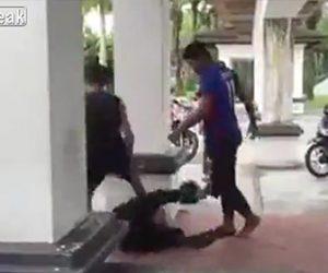 【動画】男性が男に投げ飛ばされ顔に飛び蹴りされ意識を失う衝撃映像