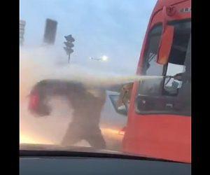 【動画】消火器VSチャイルドシート ロードレイジで激しい喧嘩