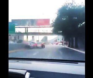 【動画】ロードレイジで前を走る車に横から体当たりする恐ろしい危険運転映像