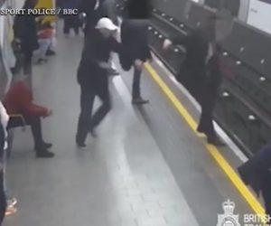 【動画】地下鉄のホームで線路に人を無差別に突き落とす恐ろしい衝撃映像