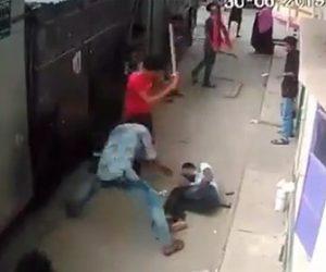 【閲覧注意動画】男性が男達に角材でボッコボコに殴りまくられる恐ろしい衝撃映像