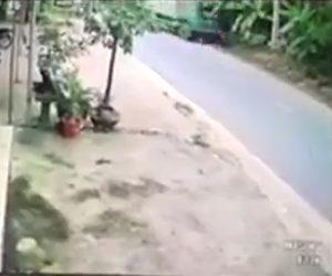 【動画】バイク2台に正面から大型トラックが突っ込んで来る衝撃事故映像