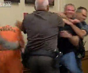 【動画】裁判所で11ヵ月の赤ちゃんを殺した男に赤ちゃんの叔父が殴りかかる衝撃映像