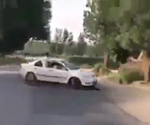 【動画】箱乗りする車が猛スピードで横転してしまう衝撃事故映像
