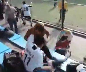 【動画】少年サッカーを見ている大人達が観客席で激しい殴り合いの大乱闘