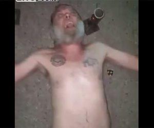 【動画】上半身裸の男性が寝そべり、すぐ横で打ち上げ花火はするが…