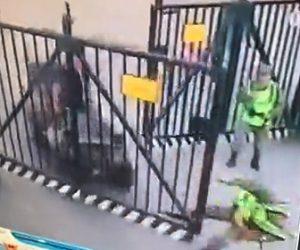 【動画】四輪バギーがゲートに激突。ゲートにいた兵士が吹き飛ばされる衝撃映像