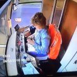 【動画】路面電車の女性運転手がスマートフォンでメッセージを送る事に夢中になってしまい…