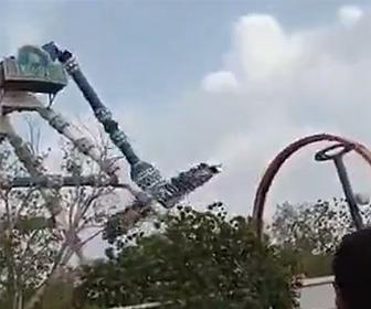 【動画】インドの遊園地で恐ろしい事故。大勢が乗る絶叫アトラクションの支柱が折れ落下。