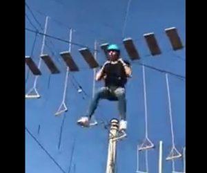 【動画】アスレチックで命綱をした女性がアトラクションから飛び降りるが…