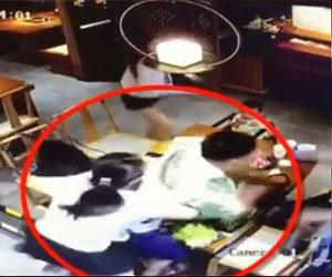 【動画】妻が男性の友人とレストランで食事中、夫が現れ恐ろしい行動