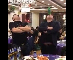 【動画】レストランでビールを飲みまくる男達。飲み過ぎて大変な事になってしまう