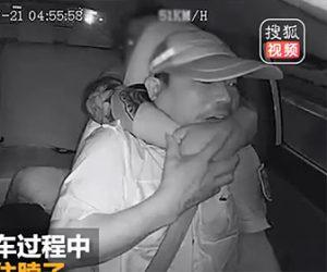 【動画】タクシーに乗る男が突然タクシー運転手の首を絞め襲いかかる衝撃映像