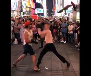 【動画】男性2人がストリートボクシング。強烈パンチでノックアウト