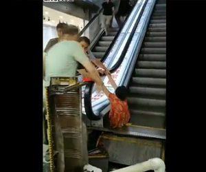 【動画】女性がエスカレーターに足を巻き込まれてしまう衝撃事故映像