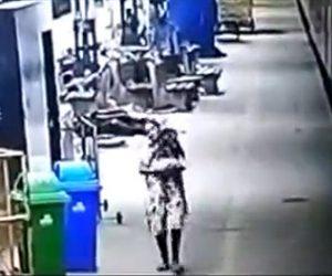 【動画】駅で寝ている赤ちゃんを女が誘拐する衝撃映像