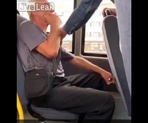 【動画】バス車内でタバコを吸うおじいさんがバスから放り出される衝撃映像